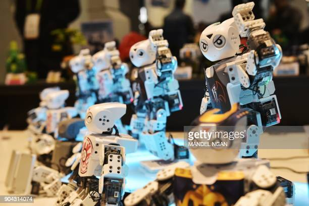 Mini Robots dance at a display during CES 2018 at the Las Vegas Convention in Las Vegas on January 12 2018 / AFP PHOTO / MANDEL NGAN