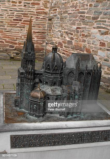 Miniaturansicht des Aachener Doms in einer Ansicht vor dem Westportal Aachen NordrheinWestfalen Deutschland Europa Kirche Reise BB DIG PNr 1026/2011