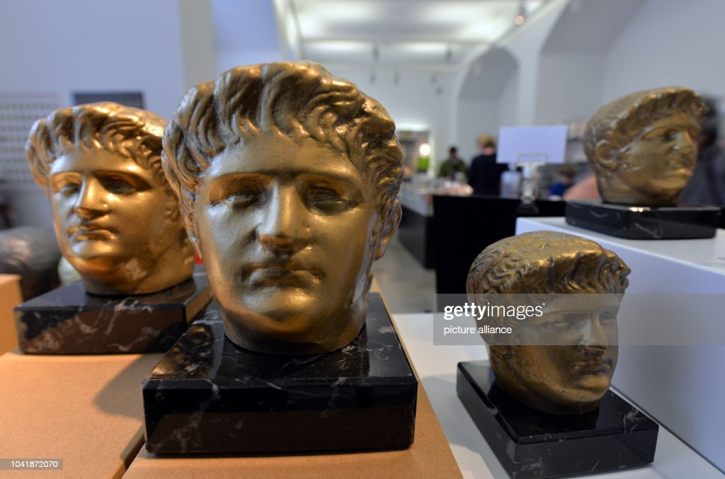 Miniature busts of Nero for sale at the exhibition 'Nero - Kaiser