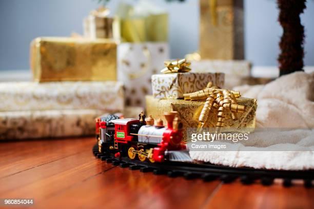 miniature train and gift boxes on hardwood floor - 模型の汽車 ストックフォトと画像