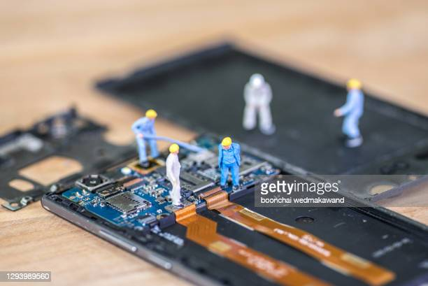 miniature worker, technician repairing mobile repairer - national team bildbanksfoton och bilder