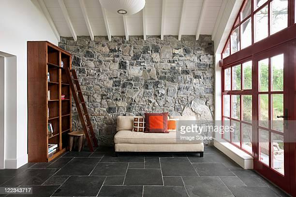 minimal room - muro de pedra - fotografias e filmes do acervo