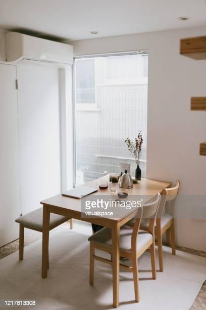 朝の最小限のスタイルの空きキッチン - minimalist living in japan ストックフォトと画像