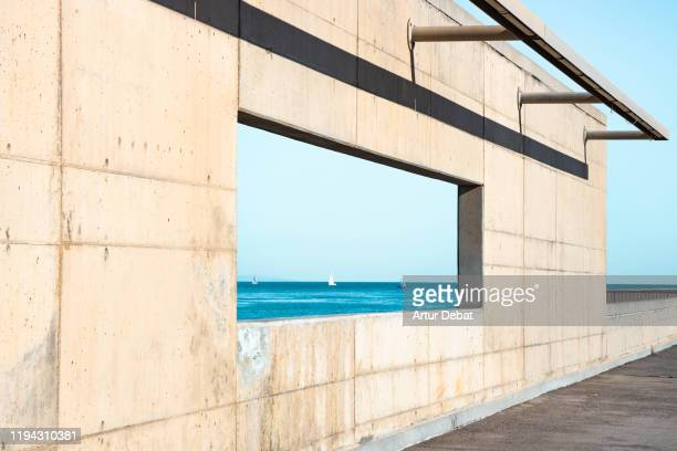 minimal urban architecture aligned with blue sea horizon. - diminishing perspective stock pictures, royalty-free photos & images