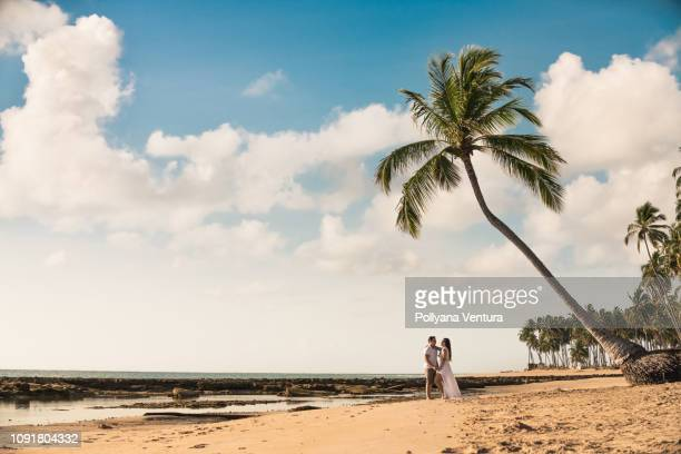 minimalism of the couple on the beach - honeymoon stock pictures, royalty-free photos & images