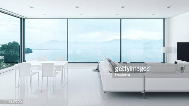 intérieur minimaliste à la maison avec vue sur la mer - admirer le paysage photos et images de collection