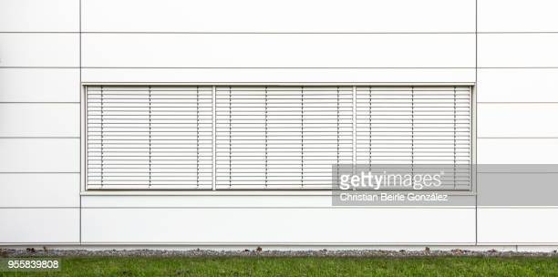 minimalistic office facade in white - christian beirle stock-fotos und bilder