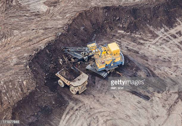 mining excavator - oil sands stock pictures, royalty-free photos & images