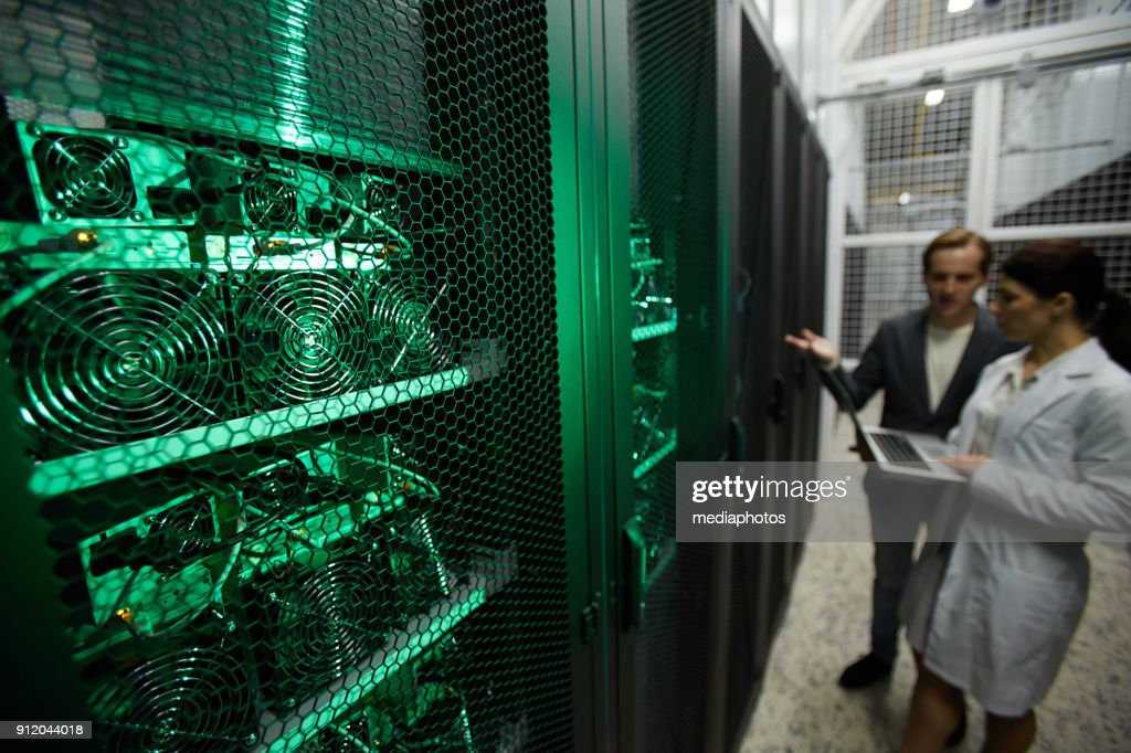 Mining farm analysts discussing benefit of new hardware : Stock Photo