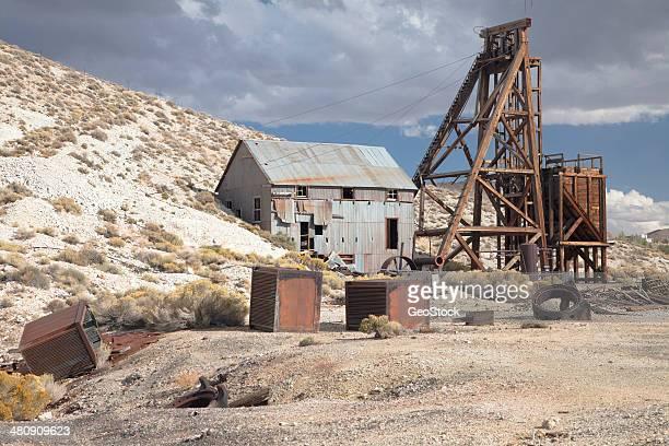 mining headframe, tonopah, nevada - tonopah,_nevada stock pictures, royalty-free photos & images