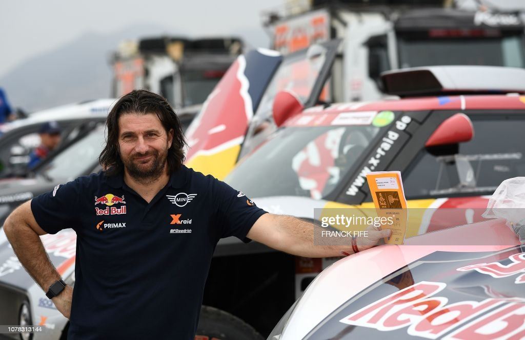 Mini's co-driver David Castera of France waits for a technical...  Fotografía de noticias - Getty Images