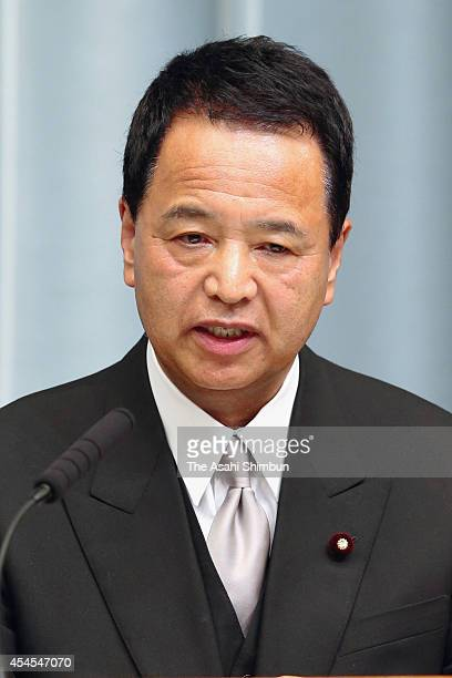 Minister in charge of Economic Revitalization State Minister for Economic and Fiscal Policy Akira Amari speaks at a press conference after the new...