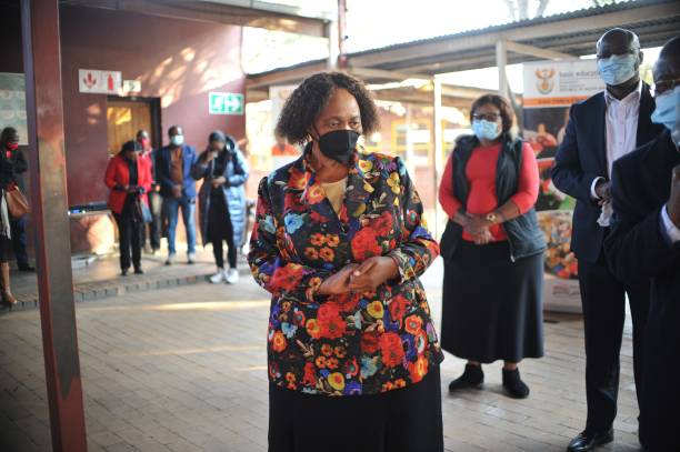ZAF: South African Minister Motshekga visits Monde Primary School for an oversight inspection