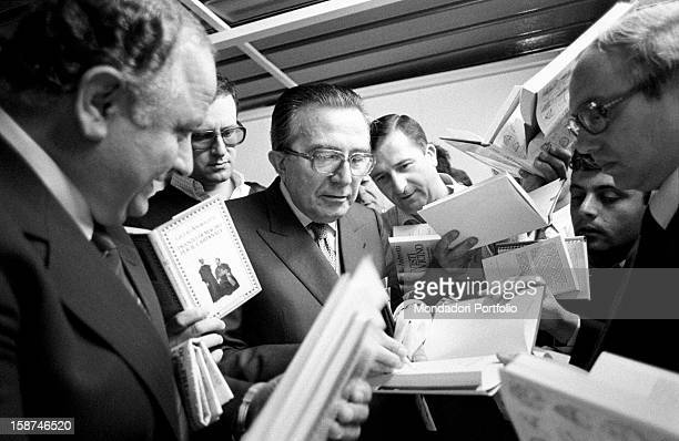 Minister of Foreign Affairs of the Italian Republic Giulio Andreotti signing autographs on his books during the 7th National Friendship Day Fiuggi...