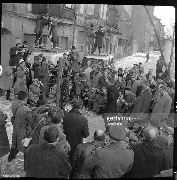 US Minister Robert F Kennedy 1962 in West Berlin wreathlaying ceremony at Bernauer Strasse in Berlin Wedding memorial for Ida Siekmann first victim...