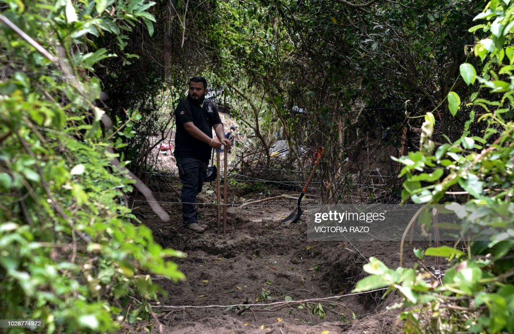 MEXICO-CRIME-VIOLENCE-MASS GRAVE : News Photo