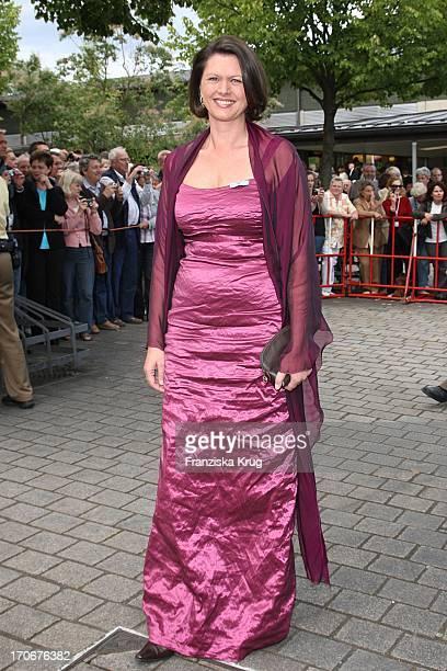 Ministerin Ilse Aigner In Der Pause Bei Der Eröffnung Der 98 Bayreuther Festspiele In Bayreuth Am 250709