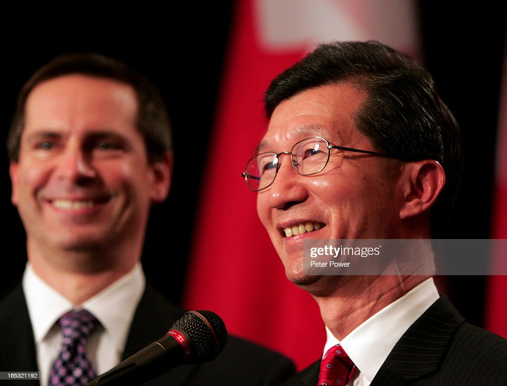 21/02/07-CHAN-REVENUE MINISTER-Michael Chan was sworn in today as Ontario's new revenue minster, onl : ニュース写真