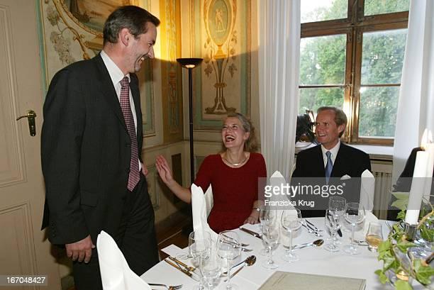 Ministerpräsident Matthias Platzeck Jeanette Jesorka Und Lord Douro Bei Der Verleihung Des Montblanc De La Culture Arts Patronage Award 2003 Im...
