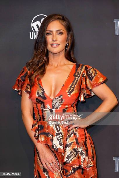 "Minka Kelly attends ""Titans"" DC Series World Premiere at Hammerstein Ballroom on October 3, 2018 in New York City."
