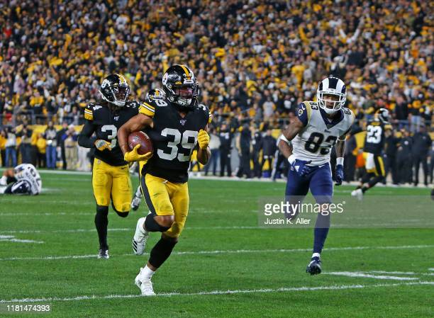 Minkah Fitzpatrick of the Pittsburgh Steelers recovers a fumble for a 43 yard touchdown in the first half against the Los Angeles Rams on November 10...