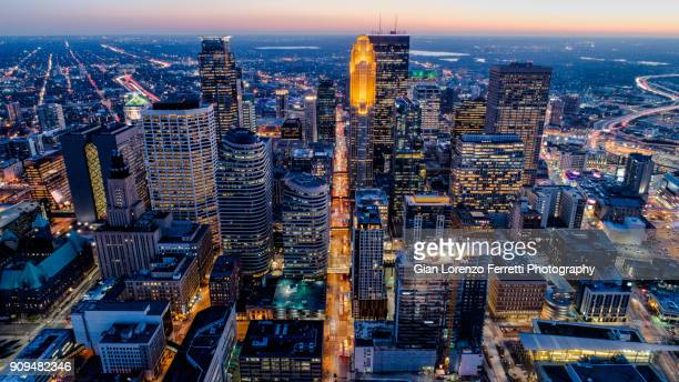 minneapolis aerial skyline - minnesota foto e immagini stock