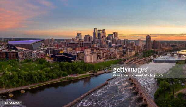 minneapolis from above at sunset - minnesota foto e immagini stock