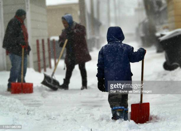 3/14/02 Minneapolis MN Shoveling out from the storm It's a family affair says Nafeesha McReynolds center as she and husband Barry McReynolds left and...