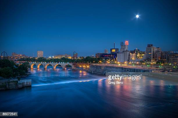 minneapolis on the mississippi - minneapolis stock photos and pictures