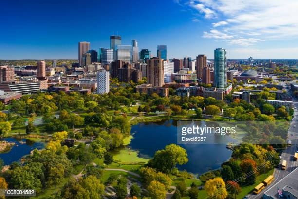 minneapolis skyline aerial with park and lake - minnesota foto e immagini stock