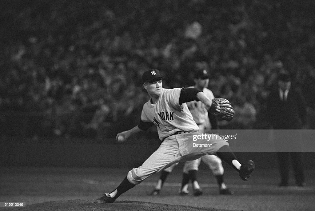 Jim Bouton Pitching to Zoilo Versalles : News Photo