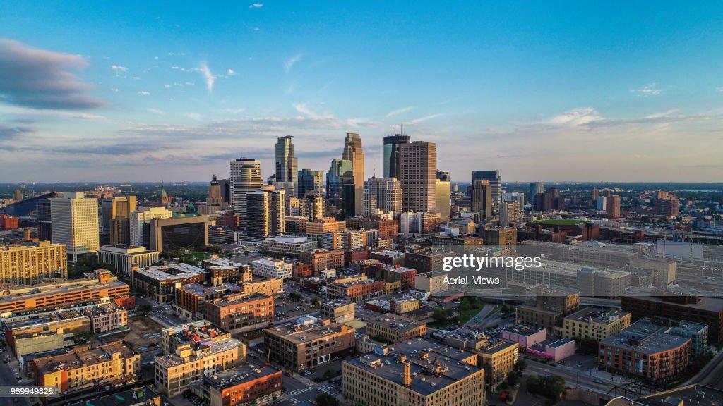 Minneapolis - Cityscape do sol durante o verão : Foto de stock