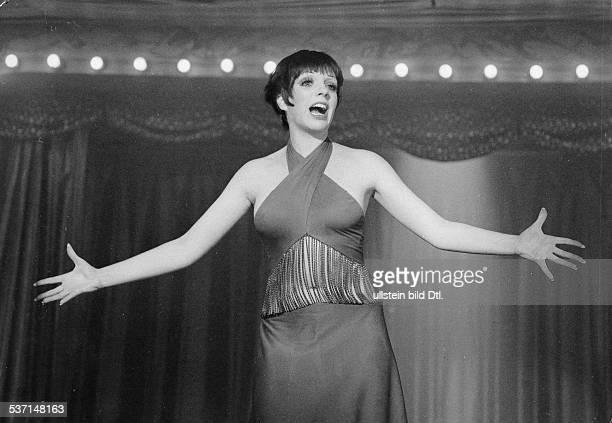 Minnelli, Liza , Schauspielerin, Saengerin, USA, - Halbportrait, in dem Film 'Cabaret', Regie: Bob Fosse, USA, - 1972