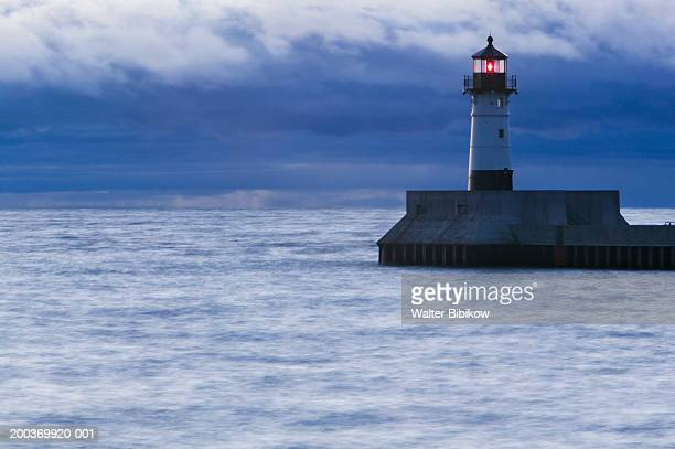 usa, minnesota, duluth, shipping channel lighthouse - duluth minnesota stock pictures, royalty-free photos & images
