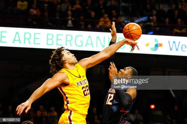 Minnesota Golden Gophers center Reggie Lynch blocks a shot by Illinois Fighting Illini forward Leron Black in the 1st half during the Big Ten regular...