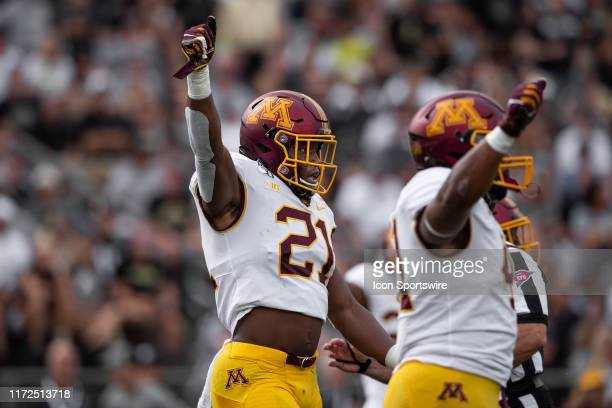 Minnesota Golden Gophers linebacker Kamal Martin signals a fourth down during the college football game between the Purdue Boilermakers and Minnesota...