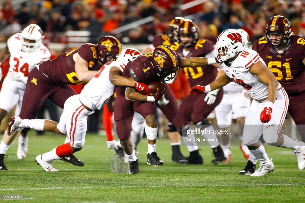 COLLEGE FOOTBALL: NOV 25 Wisconsin at Minnesota : News Photo