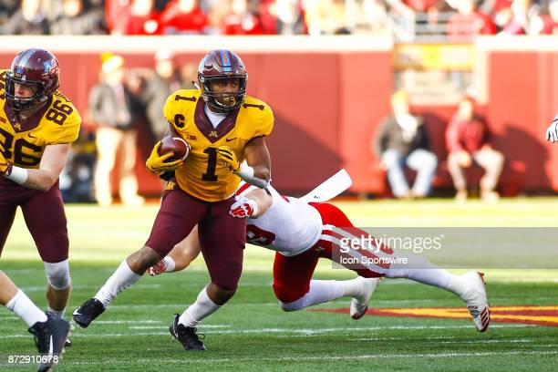 Minnesota Golden Gophers running back Rodney Smith sheds a tackle in the 1st quarter during the Big Ten Conference game between the Nebraska...