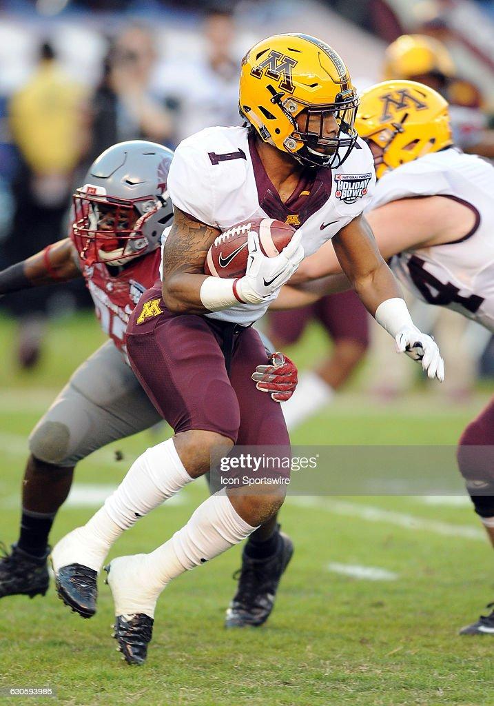 NCAA FOOTBALL: DEC 27 Holiday Bowl - Minnesota v Washington State : News Photo