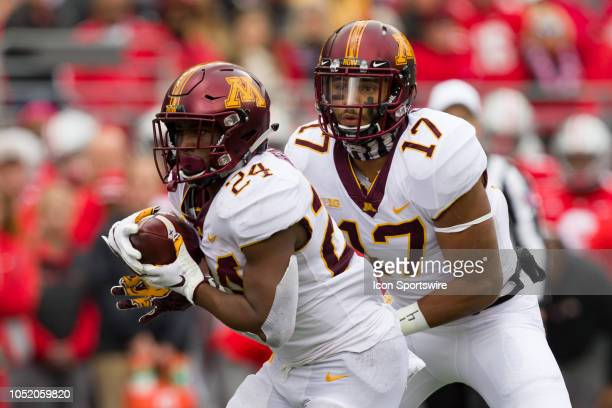Minnesota Golden Gophers wide receiver Seth Green hands the ball off to Minnesota Golden Gophers running back Mohamed Ibrahim in a game between the...