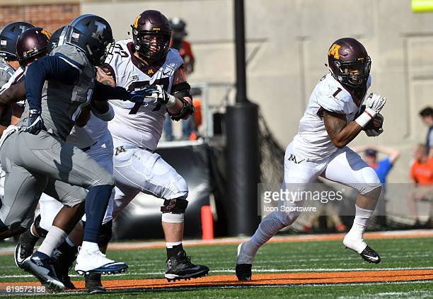 Minnesota Gophers runningback Rodney Smith caries the ball during a Big Ten Conference football game between the University of Minnesota Golden...