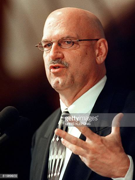 Minnesota Governor Jesse Ventura addresses a luncheon audience at the National Press Club 26 February 2001 in Washington DC Ventura discussed...