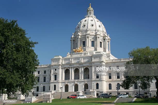 ミネソタ州庁舎の建物の外観は、有名な政府のドームセントポール