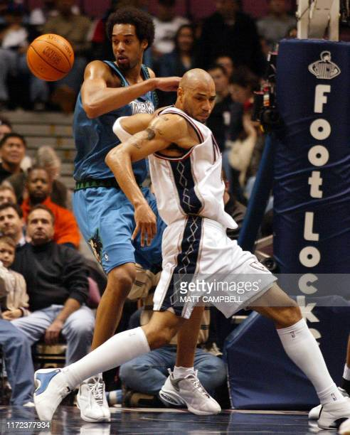 Minnesota Timberwolves' Loren Woods and New Jersey Nets' Kenyon Martin battle for control of the ball in the first half of NBA action 04 November...