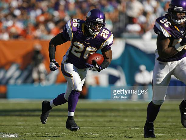 Minnesota Vikings cornerback Antoine Winfield during the game against the Miami Dolphins at Dolphins Stadium in Miami Florida on November 19 2006