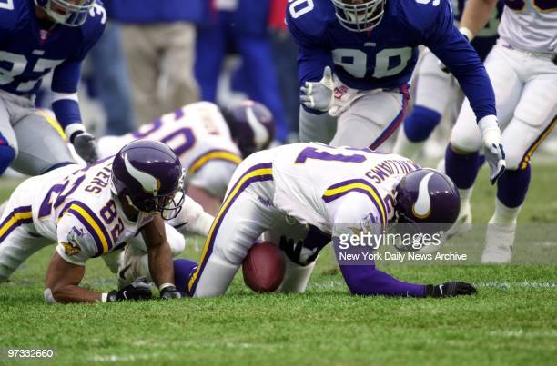 Minnesota Vikings fumble kickoff and New York Giants move in to recover at NFC Championship Game at Giants Stadium New York went on to crush the...