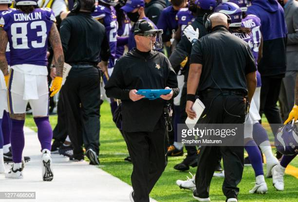 Minnesota Vikings head coach Mike Zimmer wears a clear face shield on the sidelines in the first quarter of the game against the Tennessee Titans at...