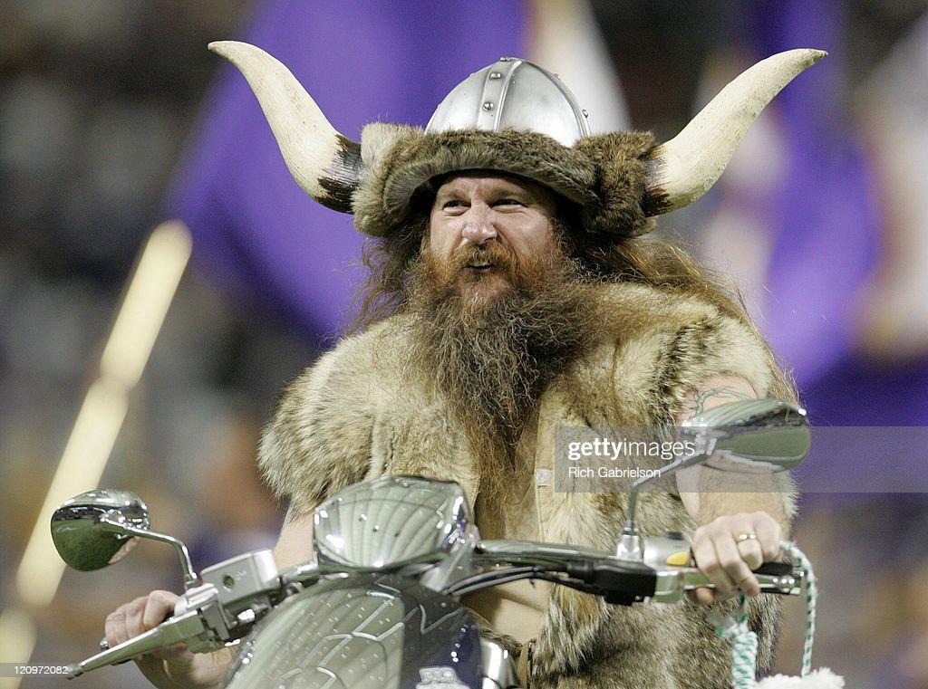 Minnesota Vikings Mascot Ragnar The Chicago Bears Defeated
