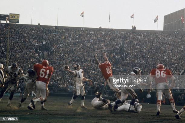 Minnesota Vikings' quarterback Joe Kapp passes against the Kansas City Chiefs during Super Bowl IV at Tulane Stadium on January 11 1970 in New...