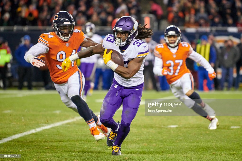 NFL: NOV 18 Vikings at Bears : News Photo